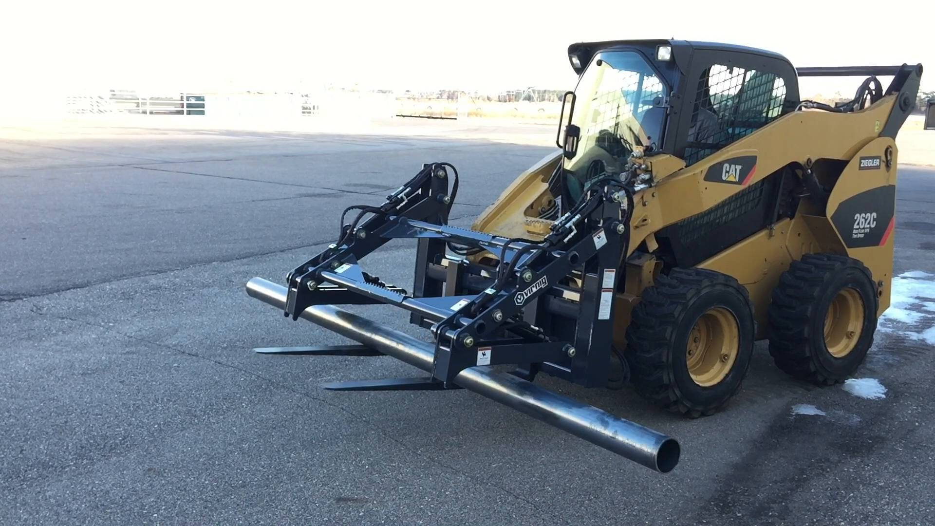 V60 Four-Cylinder Pipe Pallet Fork Grapple Attachment